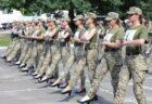 女性兵士がハイヒールを履いてパレードの練習、批判が殺到【ウクライナ】