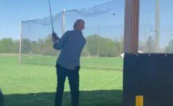 【ゴルフ】打ったボールが意外な方向に飛び、頭にコチン
