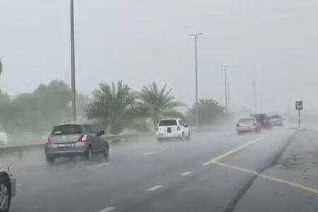 アラブ首長国連邦で珍しく土砂降りの雨、人工降雨の実験の成果か?