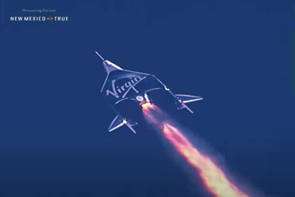 R・ブランソン氏が宇宙へ、バージン有人宇宙船で高度86kmに到達