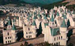 ディズニー風のお城ひしめく巨大ゴーストタウンがトルコにある