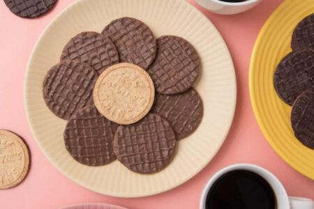 マクビティのチョコがけビスケット、どっちを上にして食べる?大問題に科学的決着がつく