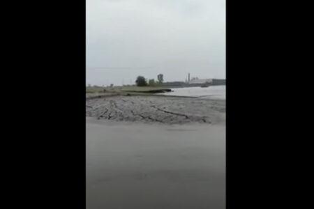 インドで川底が数秒で陸になる怪現象
