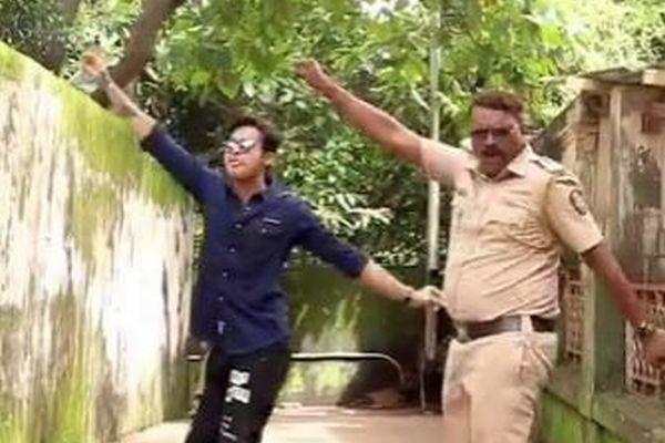インドで「踊る警察官」が話題に、インスタのフォロワーも2万人以上