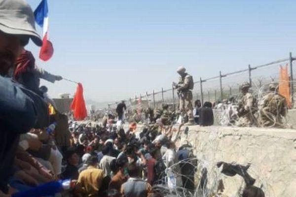 英政府、アフガンでテロの脅威が高まっていると警告、自国民に空港へ行かないよう指示