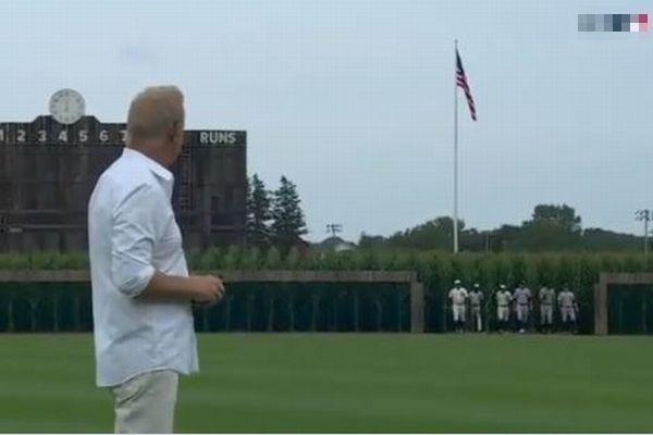 『フィールド・オブ・ドリームス』を再現、トウモロコシ畑に球場が作られ、試合を実施