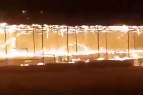 【アフガニスタン】タリバンの戦闘員が遊んでいた遊園地が炎上