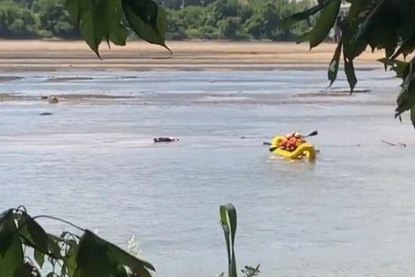 川に打ち上げられた男性の遺体…と思ったら、生きてピンピンしていた!