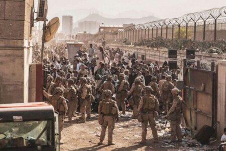 カブール空港付近でISIS-Kが自爆攻撃か、12人の米兵が死亡、民間人も多数死傷