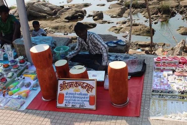 インドの路上で売られている謎の食べ物、科学者にも未だ正体わからず