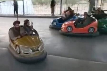 カブールの遊園地で遊ぶタリバン兵に違和感、ネットの反応「これは幻想か?」