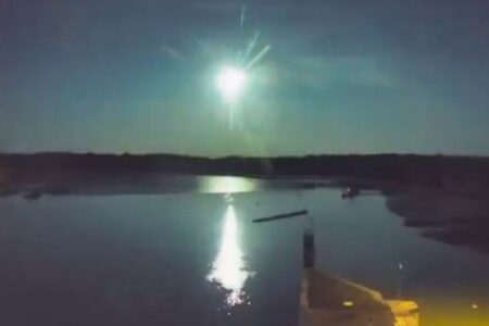 フランスで大きな流れ星を観測、複数の場所で撮影に成功
