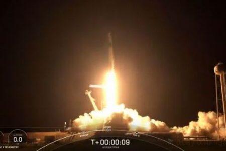 スペースXのロケットが4人の民間人を宇宙へ、3日間地球を周回する史上初のミッション
