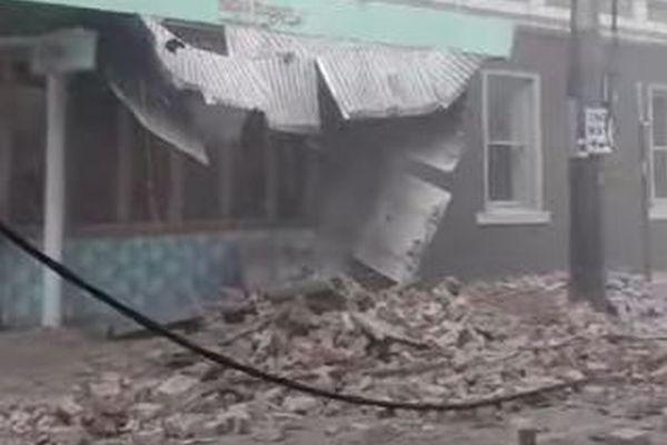 オーストラリアでM5.9の地震が発生、建物が揺れ、瓦礫も道路に散乱