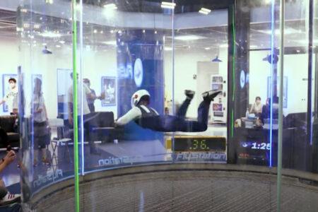 日本の13才がギネスタイトルを獲った「インドアスカイダイビング」が楽しそう