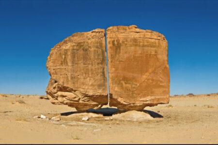 まるでレーザーで切ったよう、サウジアラビアの古代の岩が不思議