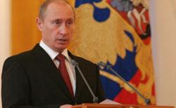 ロシア政府内でコロナ感染爆発か、プーチン大統領が自主隔離へ
