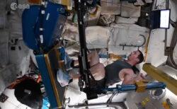 無重力で鍛えるISSの飛行士は、こんなトレーニングマシンを使っている【動画】