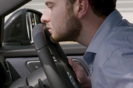 日産自動車は、新車の匂いの調香師を雇っている