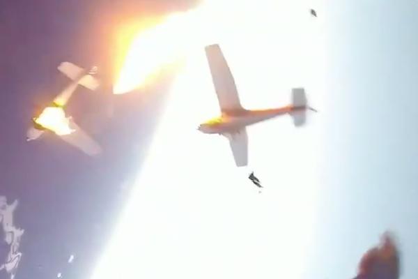 パラシュートで脱出直後にセスナ機衝突炎上、ボディカメラの映像が壮絶