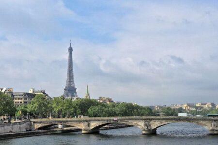 パリが自転車の街になる?市内で車の制限速度を時速30kmに設定
