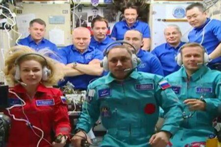 映画の撮影のためロシアの女優と映画監督が国際宇宙ステーションに到着!