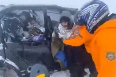 米の山岳地帯で開催されたウルトラマラソン、突然の吹雪で87名のランナーを保護