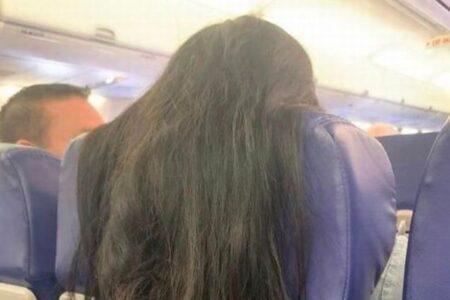 機内の座席に髪が垂れ下がる…ツイッターに投稿された写真に困惑