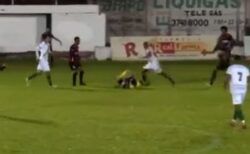 ブラジルでサッカー選手が試合中に審判を故意に蹴り、殺人未遂で逮捕
