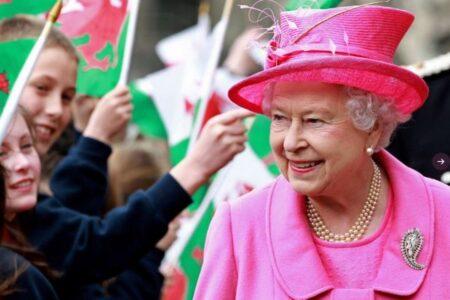 「イライラする」気候変動問題に関するエリザベス女王の言葉をマイクが拾う