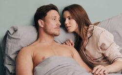 パートナーに優しい、オナラの臭いを吸い取るベッド用布団カバーがイギリスで売られている