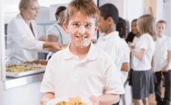 【イギリス】中学9校のカフェテリアが生徒の顔認証でキャッシュレスに、生体認証が義務化する懸念も
