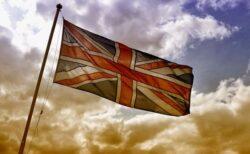 【イギリス】新型コロナによる1日の死者が223人、3月以来の多さに