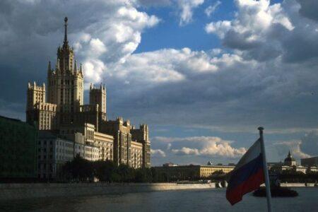 ロシアで新型コロナの感染が爆発、死者が1日1000人、政府はロックダウンを避ける